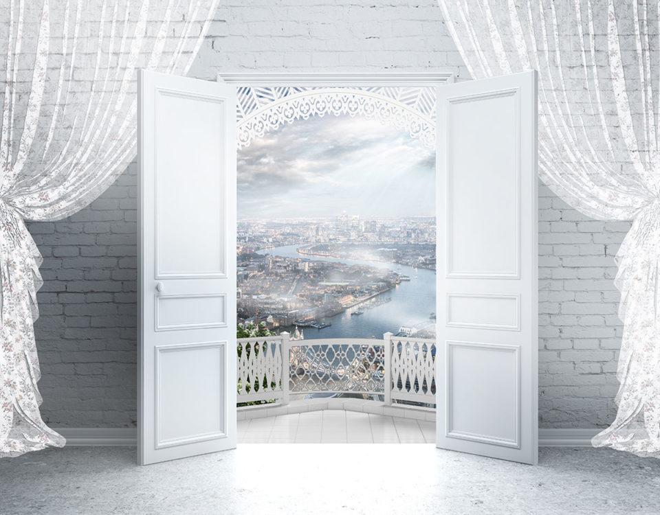белые открытые двери обои с видом на балкон