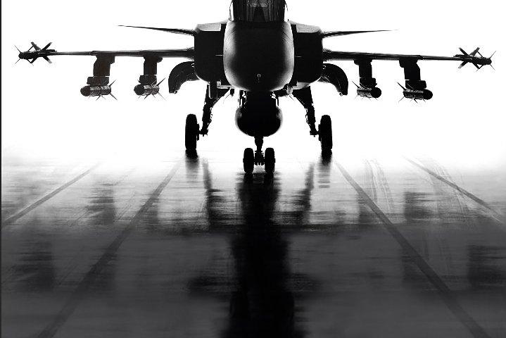 Отличным решением для подростков станут реалистичные фотообои с истребителями и бомбардировщиками, воздушные баталии и фигуры высшего пилотажа.