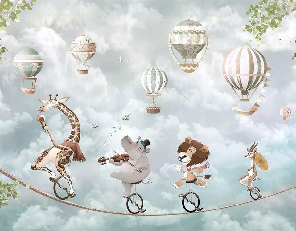Необычные фотообои или панно для детской комнаты. Звери на велосипедах балансируют на канате. На фоне неба видны несколько летящих воздушных шаров. Возможно изменить фон и добавить детали