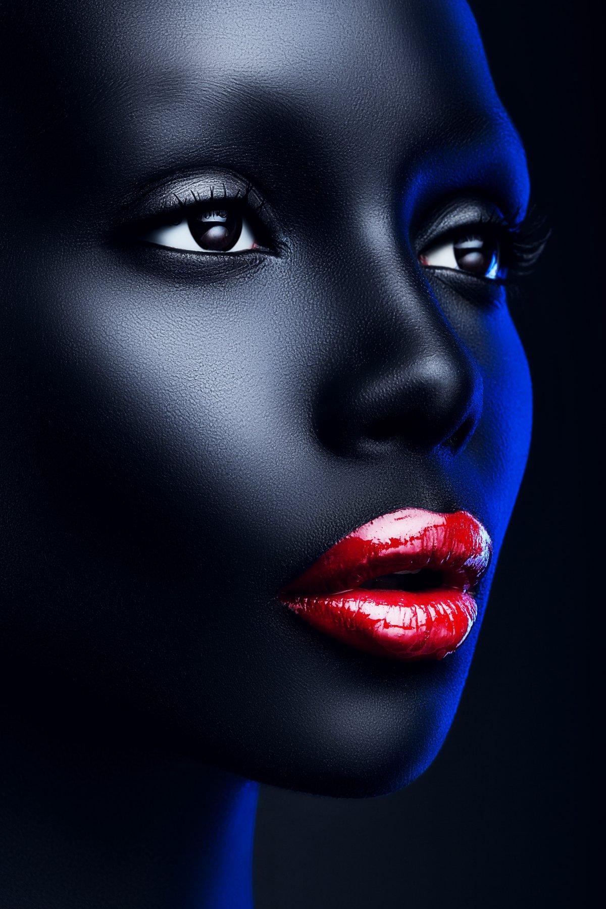 Красивое женское лицо и красные губы будут приковывать взгляд к Вашему панно напечатанному на качественном материале