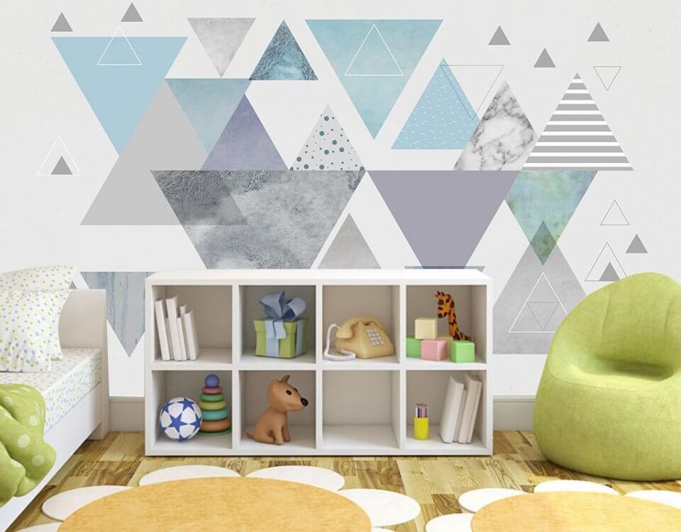 Геометрические фигуры в декоре детской комнаты набирают все большую популярность. Интерьерная печать на материалах не имеющих запаха, не вызывают аллергии. Можно протирать обои мокрой губкой или тряпочкой. Долговечны. Печать не выцветает
