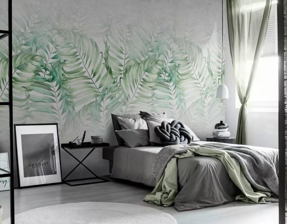 обои акварельные пальмовые ветви на светлом фоне. обои для спальни с пальмовыми листьями
